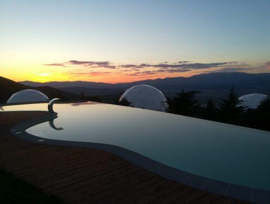 vista da piscina para o horizonte